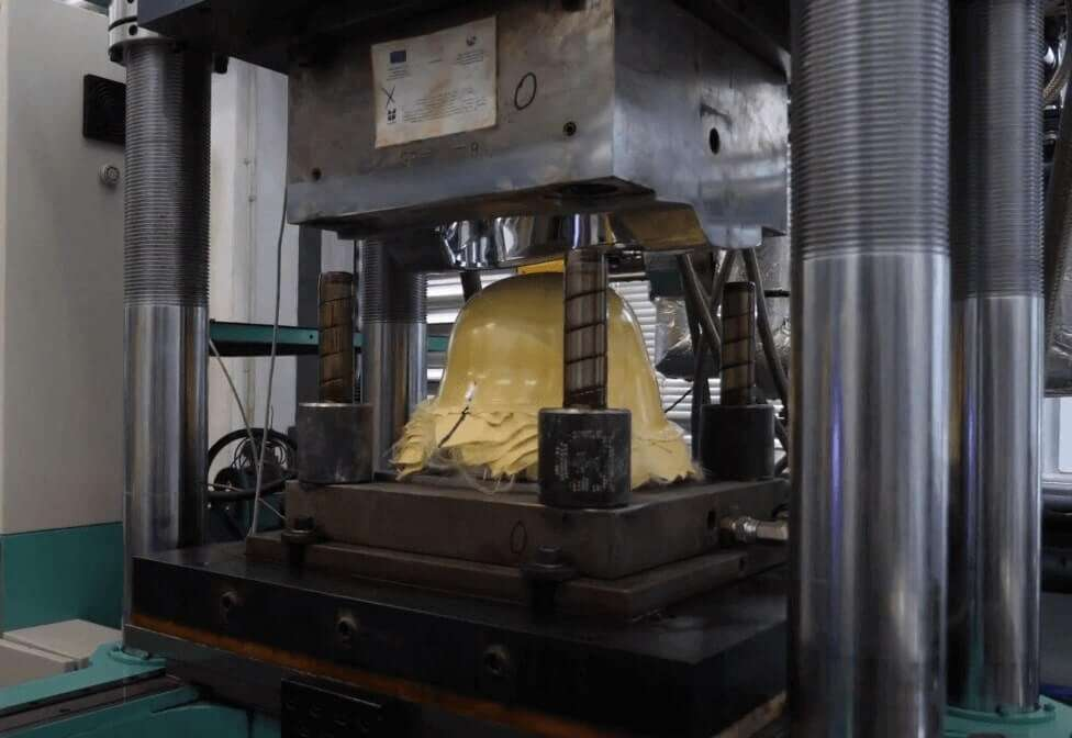 Kevlar Raw helmet Structure in Power press to be compressed at high temperature